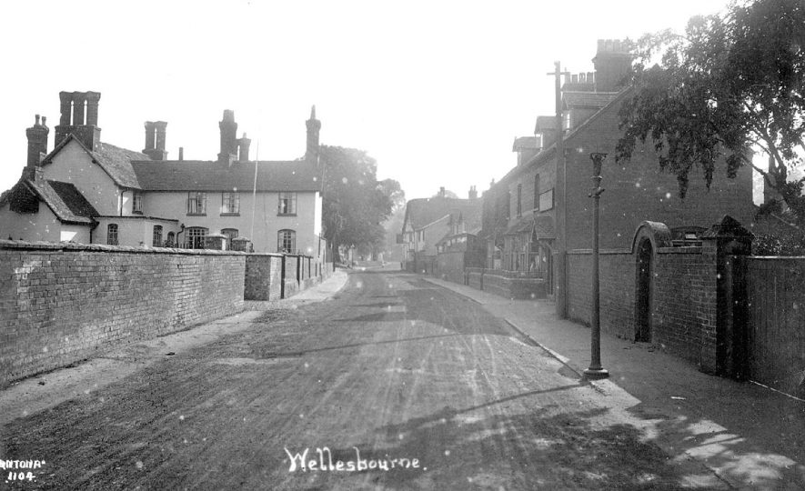Bridge Street looking towards Chestnut Square.  1920s |  IMAGE LOCATION: (Warwickshire County Record Office)