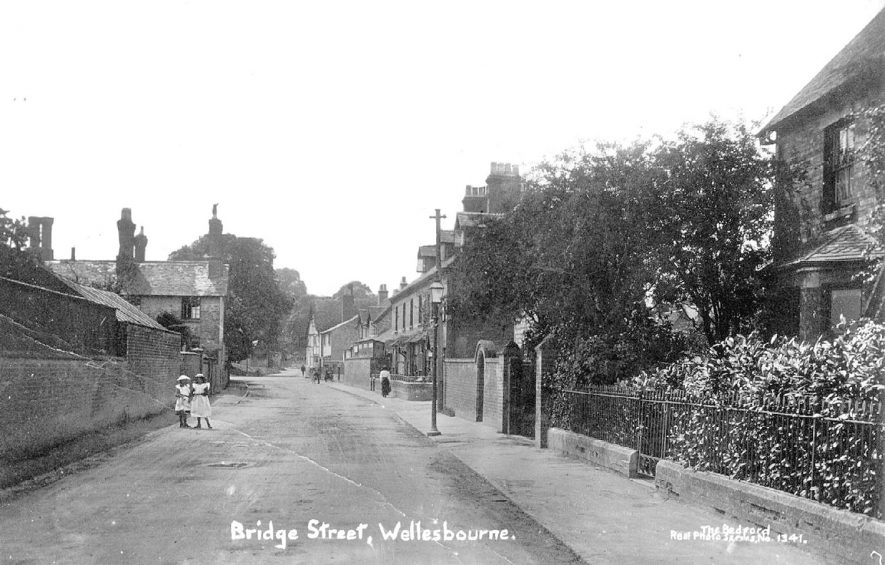 Bridge Street, Wellesbourne.  1910s |  IMAGE LOCATION: (Warwickshire County Record Office)
