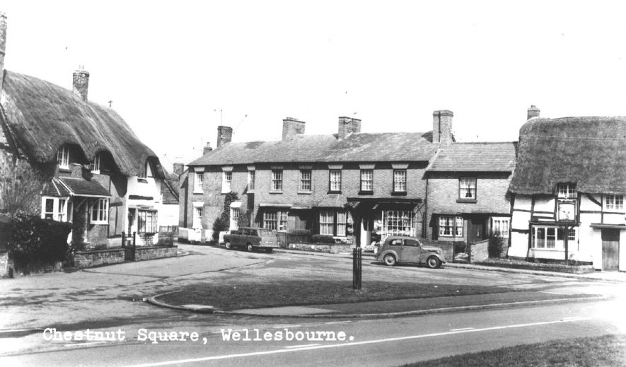 Picture of Chestnut Square with the Stag's Head on the right, Wellesbourne.  1960s    IMAGE LOCATION: (Warwickshire County Record Office)