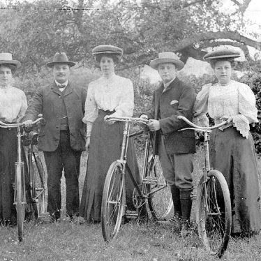 Whichford.  Slatter family cycling