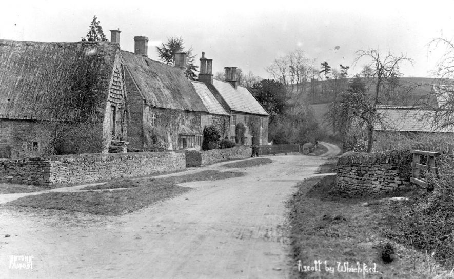 Main lane through Ascott.  1920s |  IMAGE LOCATION: (Warwickshire County Record Office)