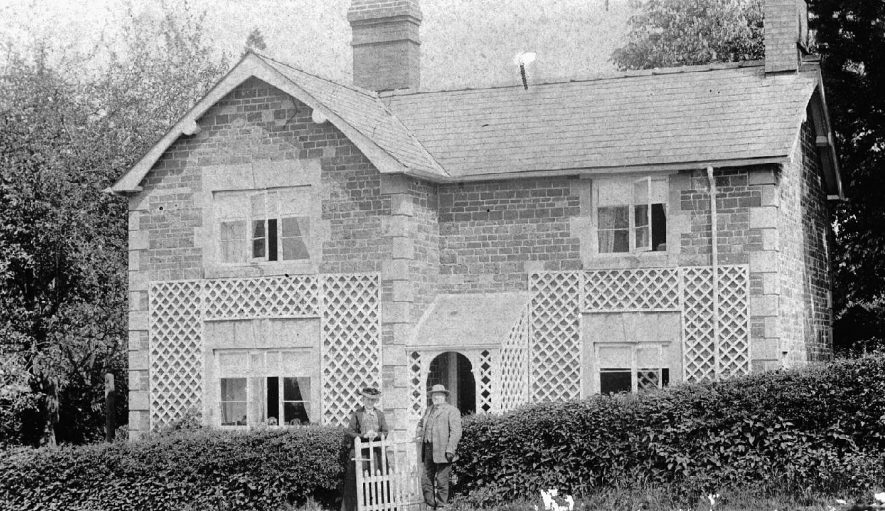 A trellis covered cottage in Ascott.  1900s |  IMAGE LOCATION: (Warwickshire County Record Office)