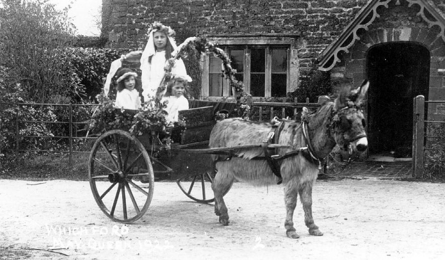 The May Queen and attendants in a donkey cart.  Whichford.  1922 |  IMAGE LOCATION: (Warwickshire County Record Office)