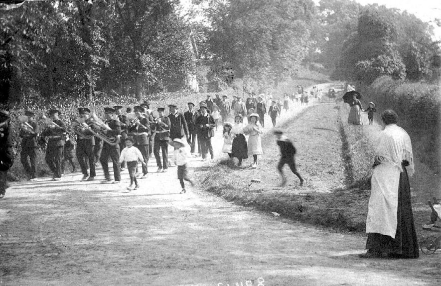 Whichford Club Procession.  1900s |  IMAGE LOCATION: (Warwickshire County Record Office)