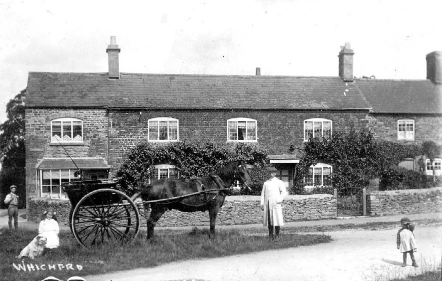 Pony and trap and children in front of the post office in Whichford.  1910s |  IMAGE LOCATION: (Warwickshire County Record Office)