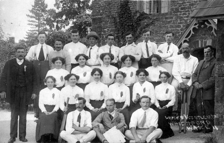 Ladies v. gentlemen Wake cricket match, Whichford.  1913 |  IMAGE LOCATION: (Warwickshire County Record Office)