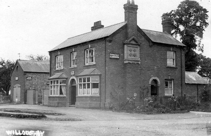 The Four Crosses, Willoughby.  1900s |  IMAGE LOCATION: (Warwickshire County Record Office)