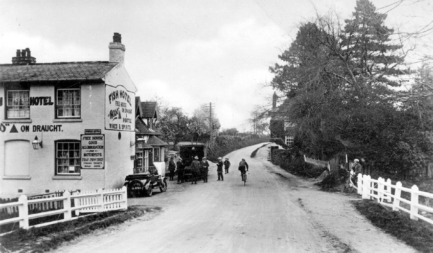 The Fish Hotel, Wixford.  Wixford.  1910s    IMAGE LOCATION: (Warwickshire County Record Office)