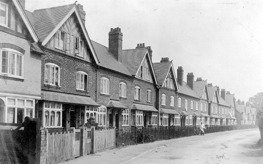 Bluemells Buildings in School Street, Wolston.  1900s |  IMAGE LOCATION: (Warwickshire County Record Office)