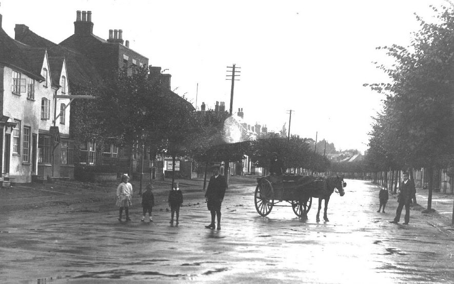 A street in Henley in Arden after rain.  1910s |  IMAGE LOCATION: (Warwickshire County Record Office)