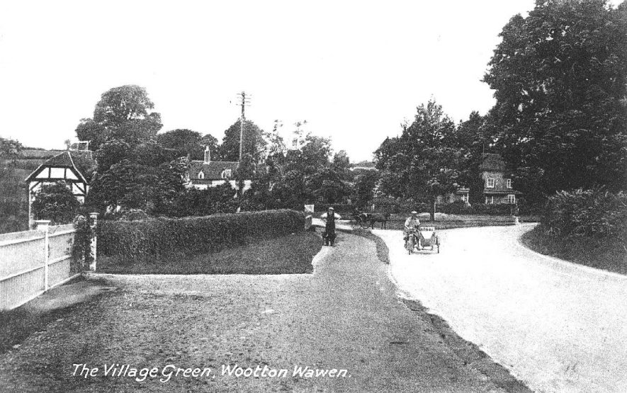 The village green, Wootton Wawen.  1910s    IMAGE LOCATION: (Warwickshire County Record Office)