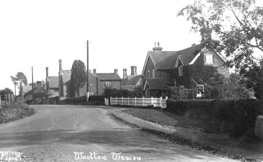 Village street and houses in Wootton Wawen.  1910s    IMAGE LOCATION: (Warwickshire County Record Office)