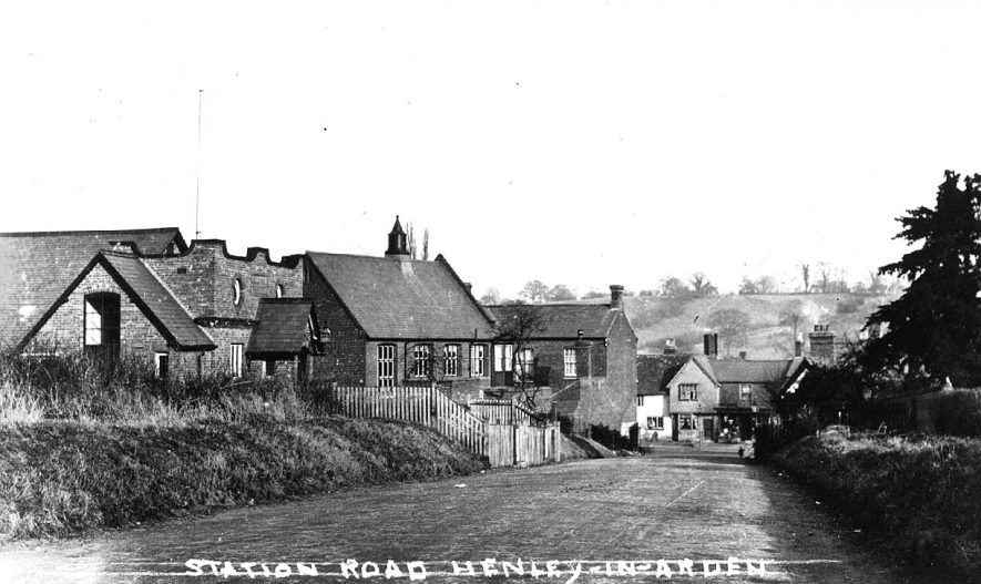 View looking down Station Road, Henley in Arden.  1910s |  IMAGE LOCATION: (Warwickshire County Record Office)