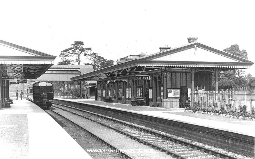 Henley in Arden G.W.R station with carriages standing at a platform.  1900s |  IMAGE LOCATION: (Warwickshire County Record Office)