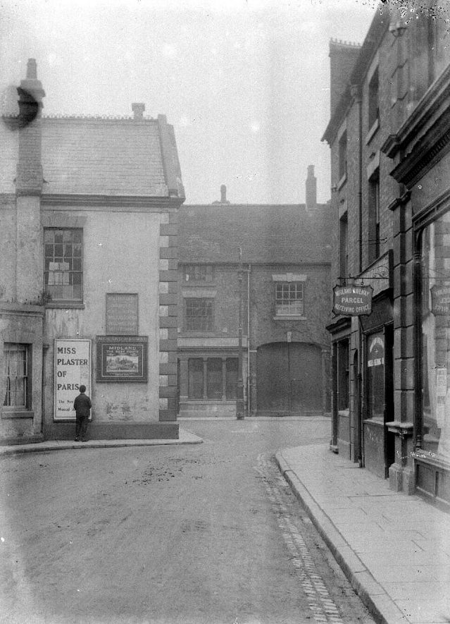 Newdegate Square, Nuneaton.  1900s |  IMAGE LOCATION: (Warwickshire County Record Office)