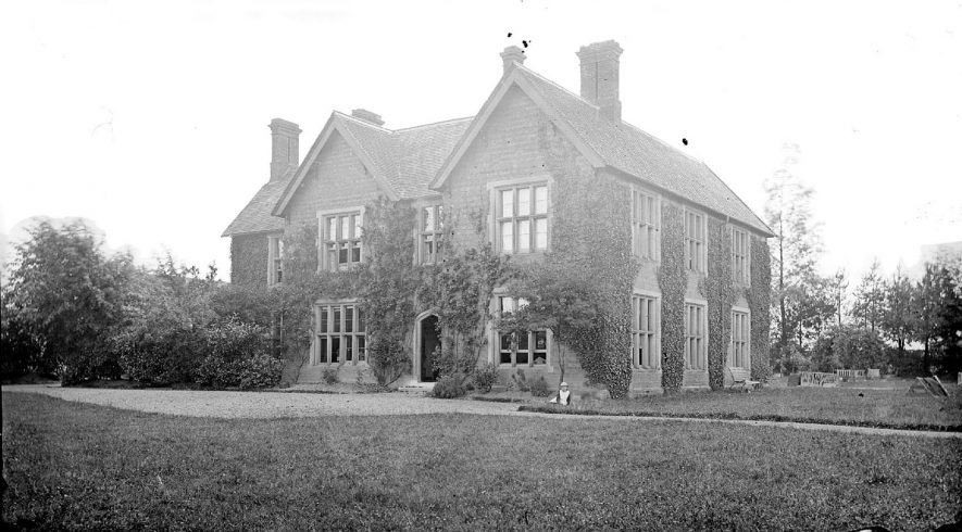 Old Vicarage, Stockingford.  1900s |  IMAGE LOCATION: (Warwickshire County Record Office)