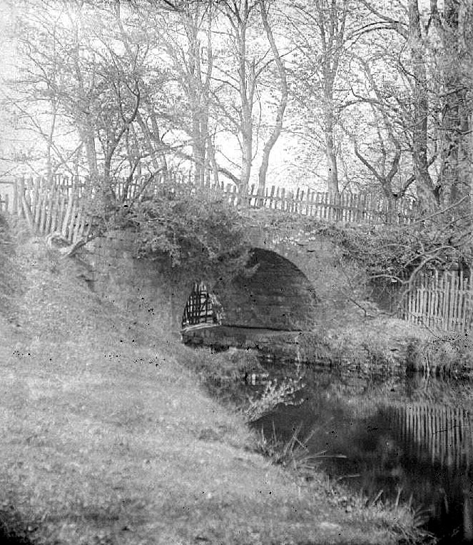 Arbury private canal and bridge showing end blocked off.  1900s |  IMAGE LOCATION: (Warwickshire County Record Office)