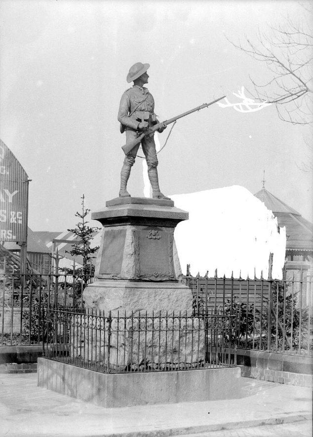 Boer War memorial, Nuneaton.  1900s |  IMAGE LOCATION: (Warwickshire County Record Office)