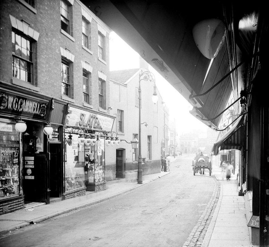 Bridge Street looking towards Market Place, Nuneaton.  1900s |  IMAGE LOCATION: (Warwickshire County Record Office)