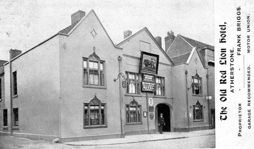 Exterior of The Old Red Lion Hotel, Atherstone. Proprietor - Frank Briggs.  1910s |  IMAGE LOCATION: (Warwickshire County Record Office)