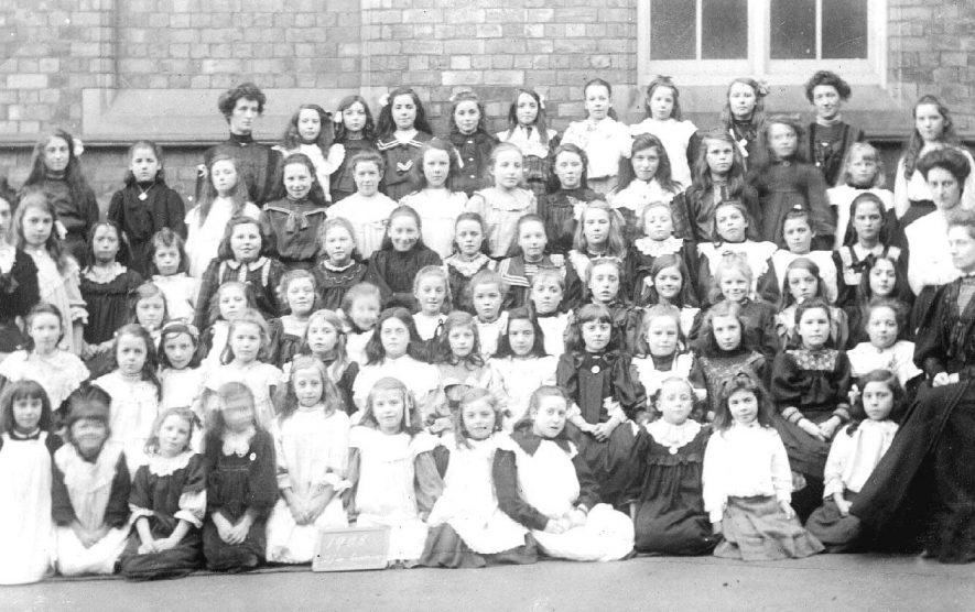 School girls and teachers in group photograph, Atherstone.  1900s |  IMAGE LOCATION: (Warwickshire County Record Office)