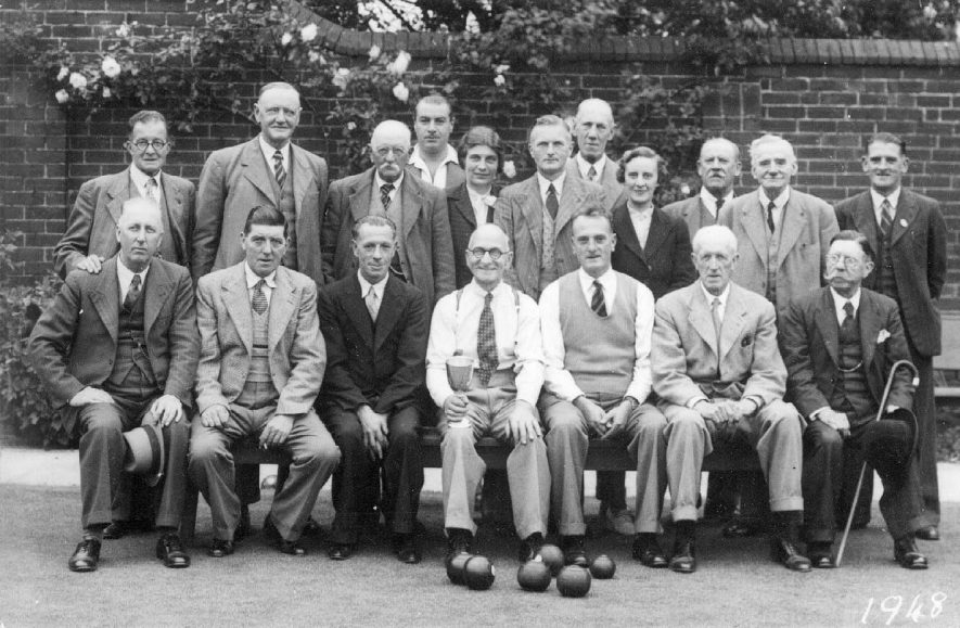 Group photograph of the Bowls Club, Alcester.  1948 |  IMAGE LOCATION: (Warwickshire County Record Office)