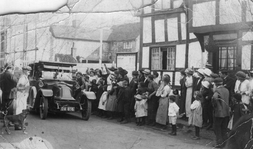 Crowd watching a motor car belonging to Col. Lewis of Park Hall, Salford Priors. Number plate DA818.  Containing the first Alcester man to volunteer in 1914, Alcester. |  IMAGE LOCATION: (Warwickshire County Record Office)