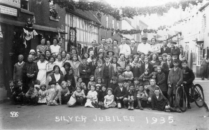 Large crowd in Bleachfield Street, Alcester at the Silver Jubilee.  1935 |  IMAGE LOCATION: (Warwickshire County Record Office)