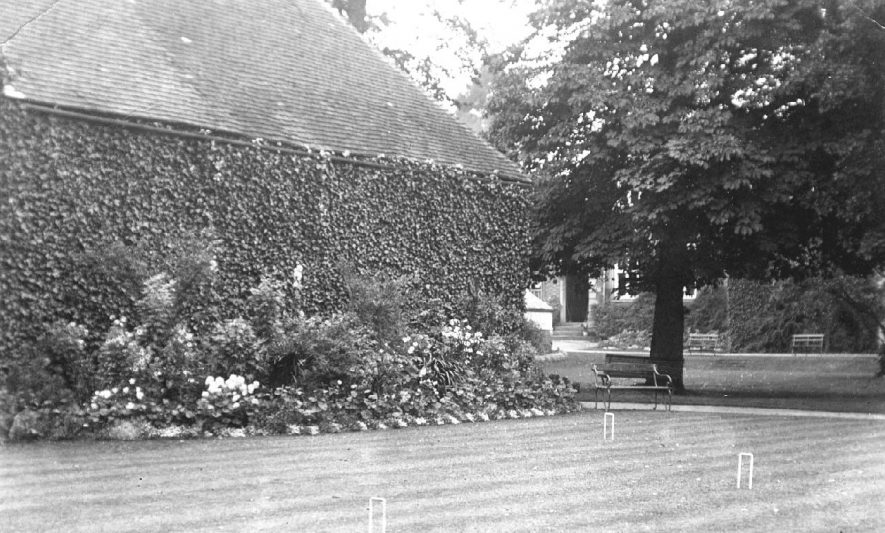 A croquet lawn in an unidentified garden in Atherstone.  1910s |  IMAGE LOCATION: (Warwickshire County Record Office)