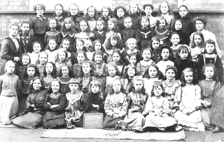 Group of school children with their teachers at an unknown school in Atherstone.  December 31st 1905 |  IMAGE LOCATION: (Warwickshire County Record Office)