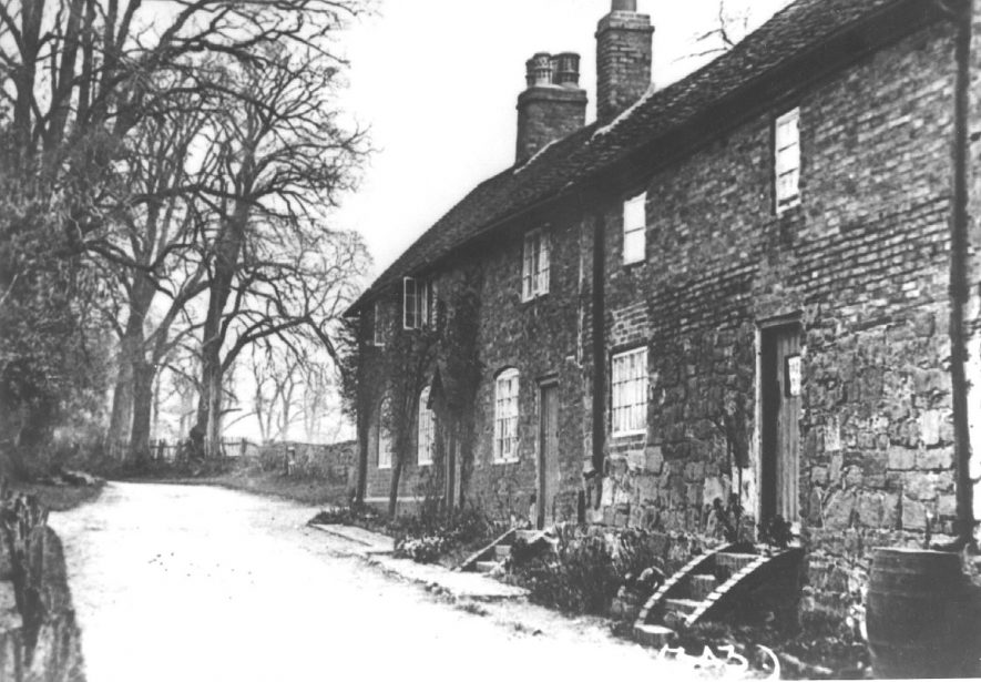 Post Office and cottages in Astley.  1900s |  IMAGE LOCATION: (Warwickshire County Record Office)