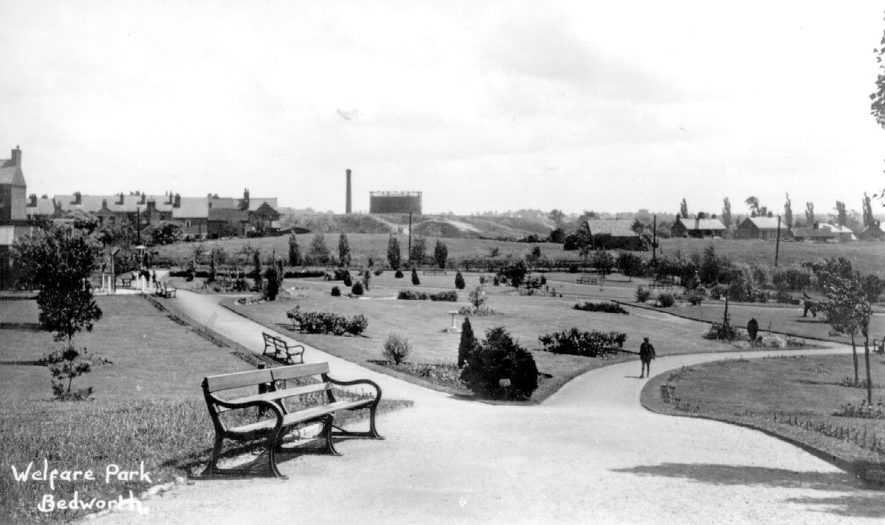 Miners' Welfare Park, Bedworth.  1930s |  IMAGE LOCATION: (Warwickshire County Record Office)