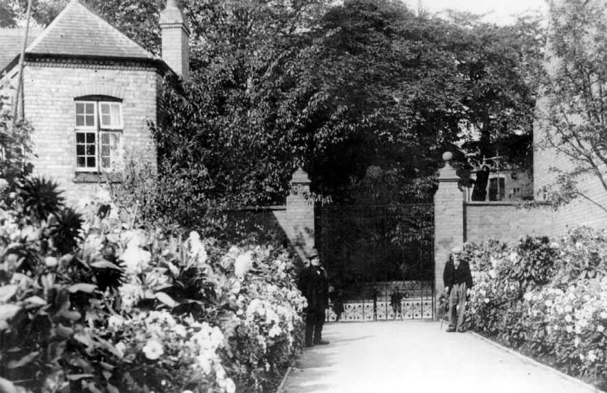 The gates of the Miners' Welfare Park at Bedworth.  1930s |  IMAGE LOCATION: (Warwickshire County Record Office)