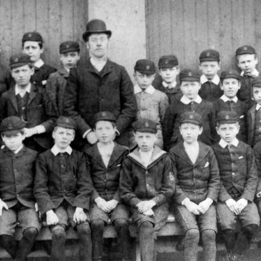 Bedworth.  King Henry VII School, class group