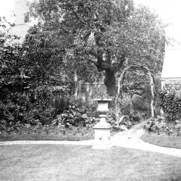 Bedworth.  Church Street, garden at Congreve House