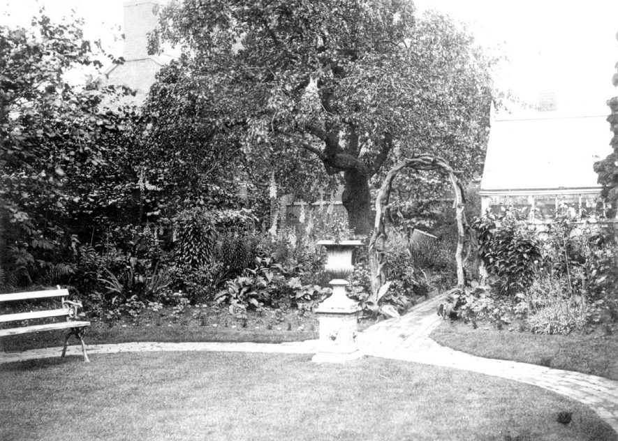 The garden and greenhouse at Congreve House, Church Street, Bedworth (Dr. Orton's house), taken about 1910 |  IMAGE LOCATION: (Warwickshire County Record Office)