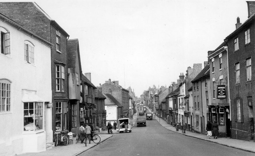A view along Long Street, Atherstone.  1950s |  IMAGE LOCATION: (Warwickshire County Record Office)