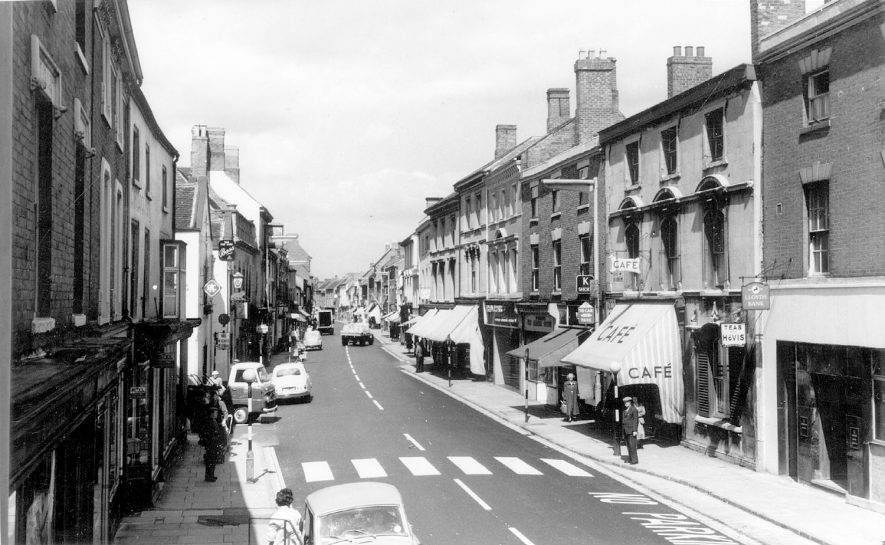 View of Long Street, Atherstone.  1950s |  IMAGE LOCATION: (Warwickshire County Record Office)
