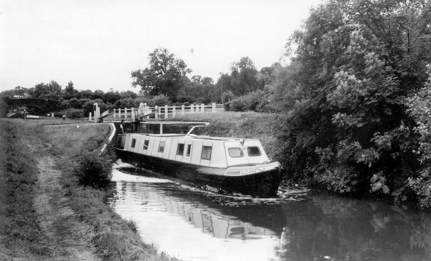The Coventry canal at Atherstone.  1950s |  IMAGE LOCATION: (Warwickshire County Record Office)