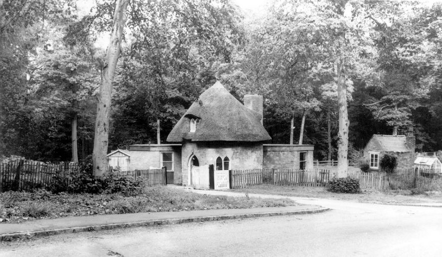 The Bee Hive Cottage, Atherstone.  1960s |  IMAGE LOCATION: (Warwickshire County Record Office)