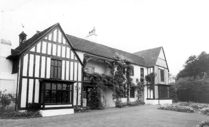 Exterior of the timber framed Manor House, Mancetter.  1960s    IMAGE LOCATION: (Warwickshire County Record Office)