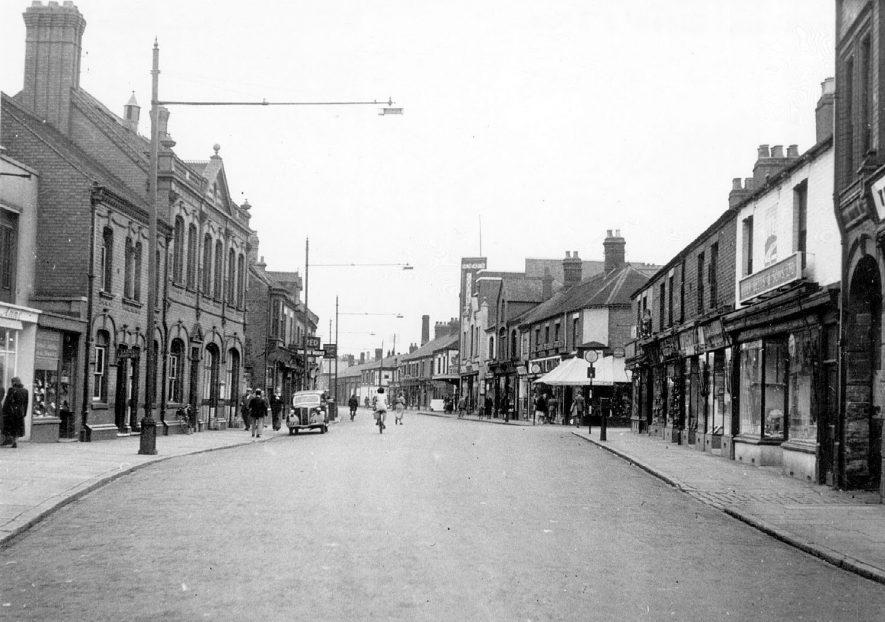 Queen's Road, Nuneaton.  1950s |  IMAGE LOCATION: (Warwickshire County Record Office)