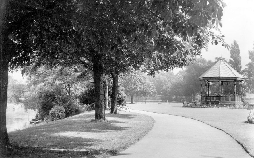 Riversley Park with bandstand, Nuneaton.  1960s |  IMAGE LOCATION: (Warwickshire County Record Office)