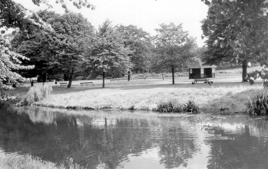 Riversley Park, Nuneaton.  1960s |  IMAGE LOCATION: (Warwickshire County Record Office)