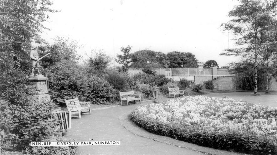 Riversley Park, Nuneaton.  Military memorial with statue.  1960s |  IMAGE LOCATION: (Warwickshire County Record Office)