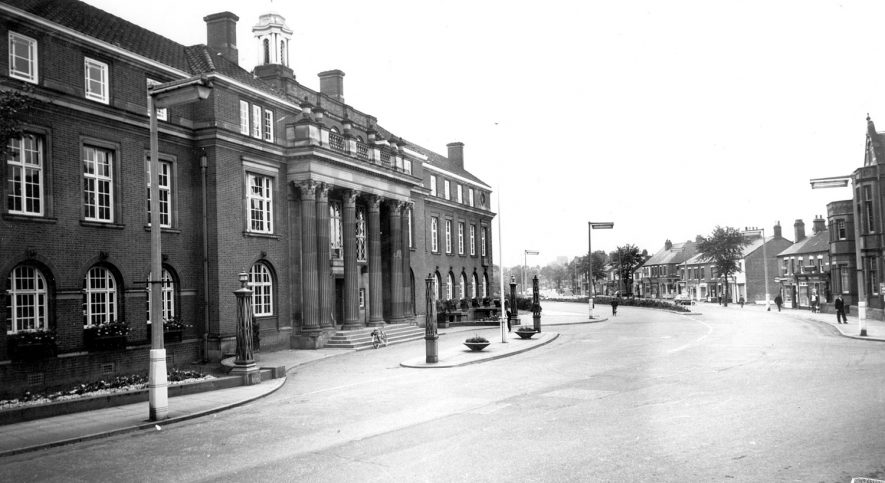 Nuneaton Town hall.  1960s |  IMAGE LOCATION: (Warwickshire County Record Office)