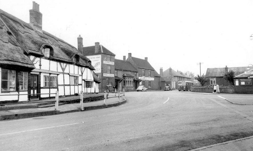 Polesworth Market Square.  1950s |  IMAGE LOCATION: (Warwickshire County Record Office)