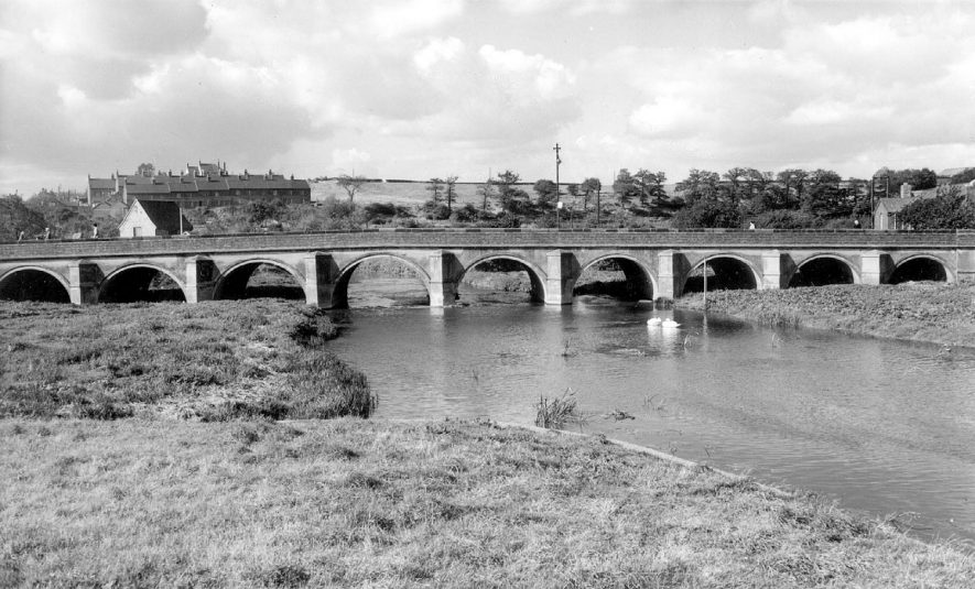 Bridge over the river Anker, Polesworth.  1960s    IMAGE LOCATION: (Warwickshire County Record Office)