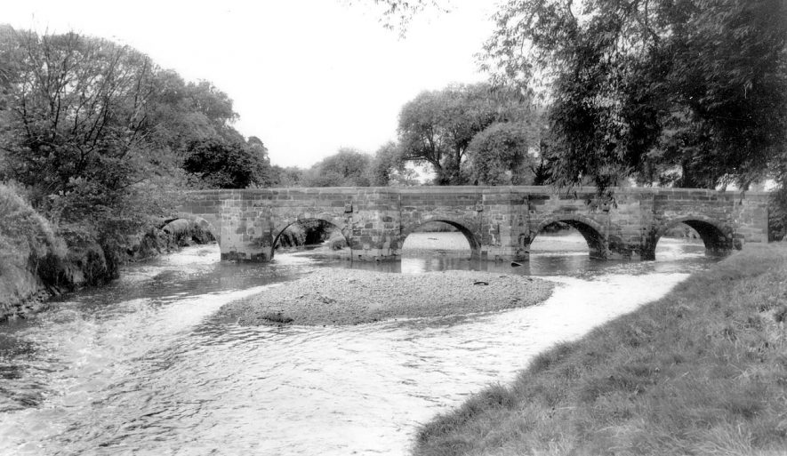 The bridge over the River Tame at Water Orton.  1960s |  IMAGE LOCATION: (Warwickshire County Record Office)