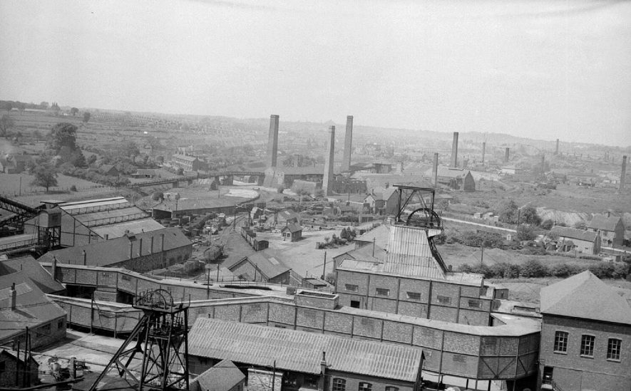 Griff No. 4 colliery, Heath End Road, Nuneaton.  View from colliery tip.  1950 |  IMAGE LOCATION: (Warwickshire County Record Office)